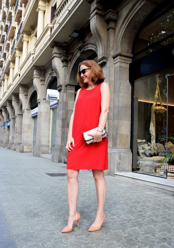 Anna-Mora-Brunella-red-look