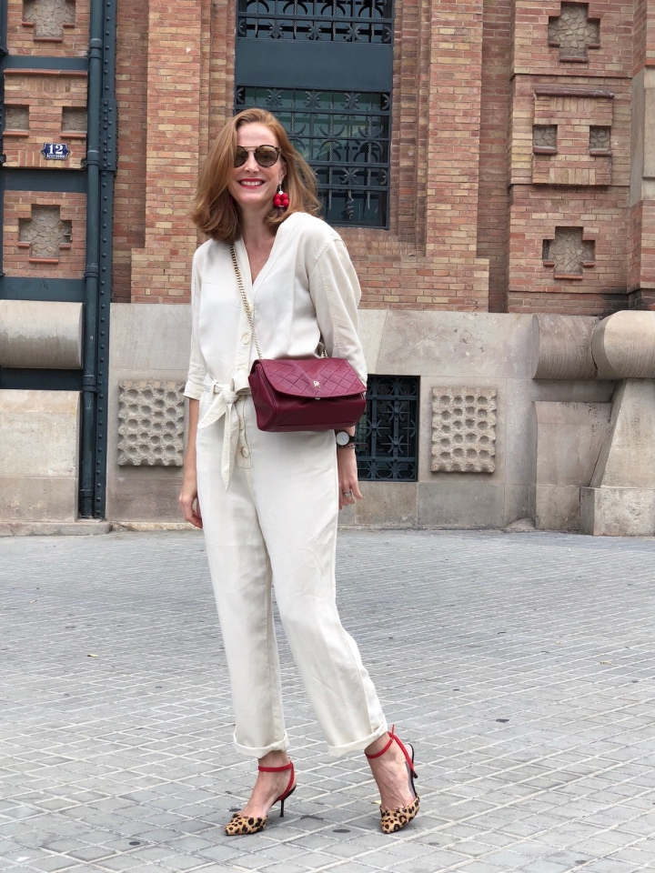 white-jumpsuit-and-leopard-print-heels