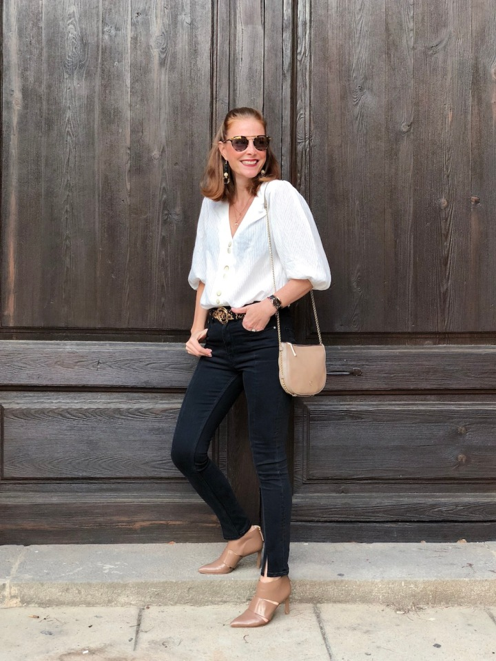 white-blouse-and-black-jeans-look