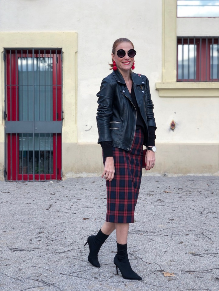 biker-jacket-and-tartan-skirt-look