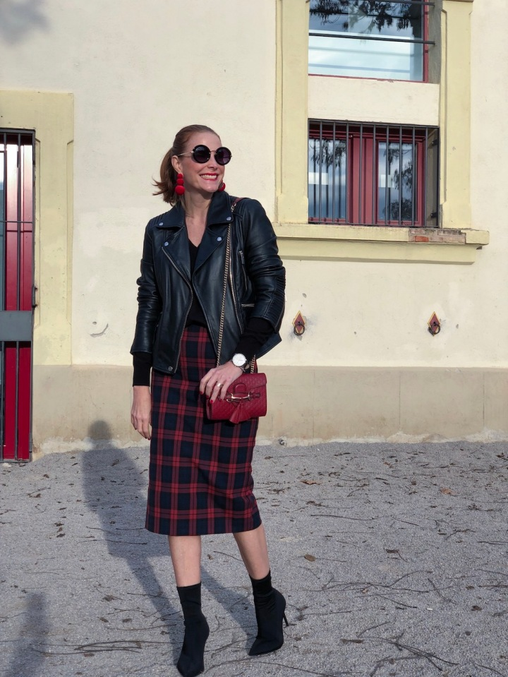 casual-look-with-tartan-skirt